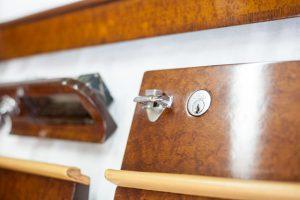 Classic Dashboards - Maitre Artisan d'Art - Restaurateur boiserie d'une Rolls Royce Corniche